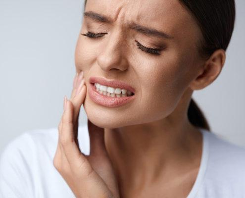 Bruxismul sau scrasnitul dintilor ce este si cum il prevenim
